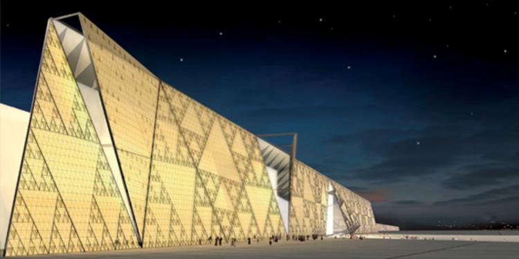 Painéis piramidais servem como fachada para o Grand Egypt Museum, em Giza