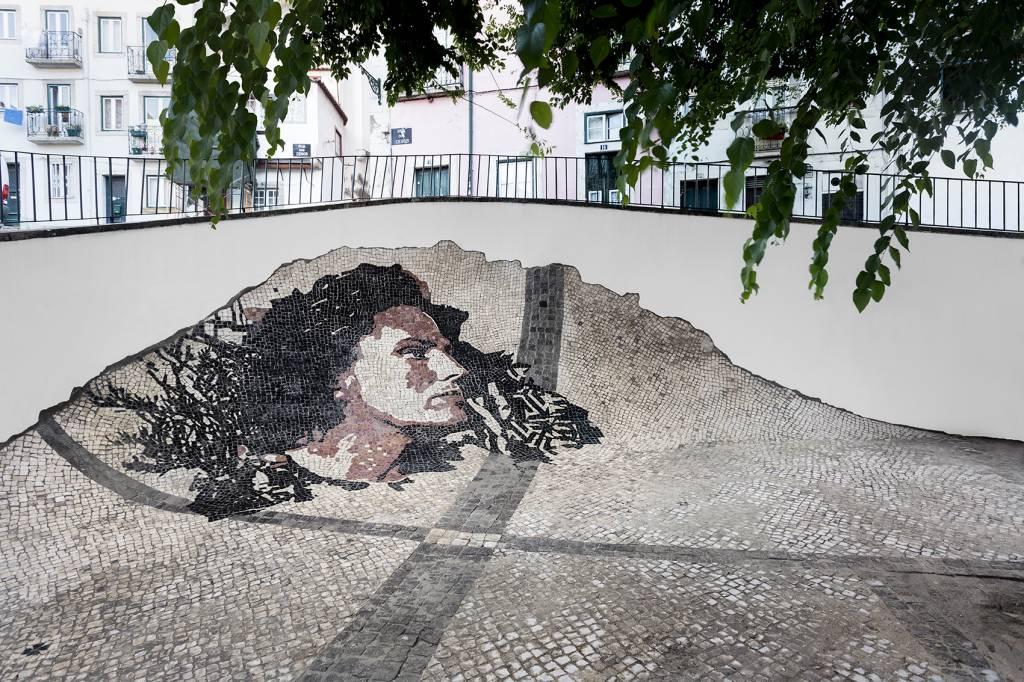 A fadista Amália Rodrigues em pedras portuguesas