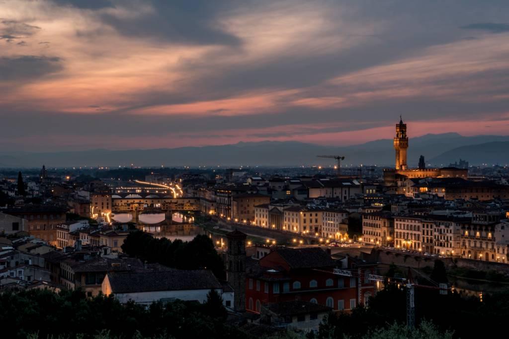Bela panorâmica de Florença a partir do Piazzale Michelangelo: camarote