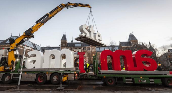 """Letreiro """"I Amsterdam"""" removido em Amsterdã, na Holanda"""