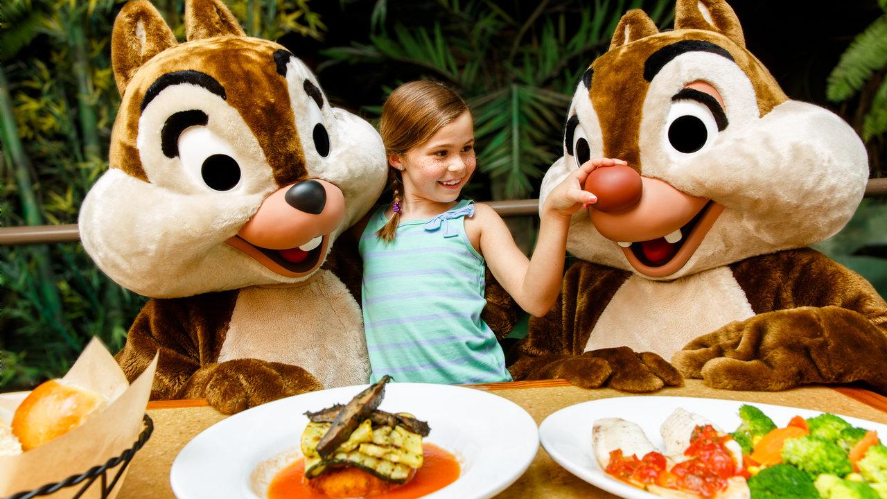 Almoço temático com personagens da Disney