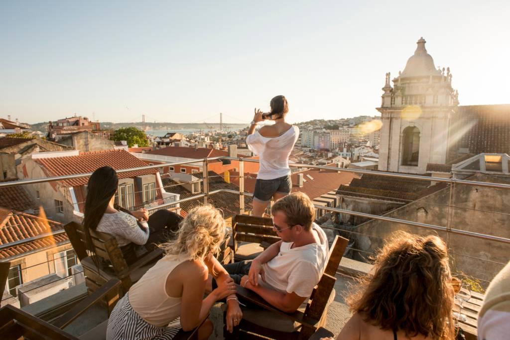Os telhados de Lisboa, com o Tejo ao fundo