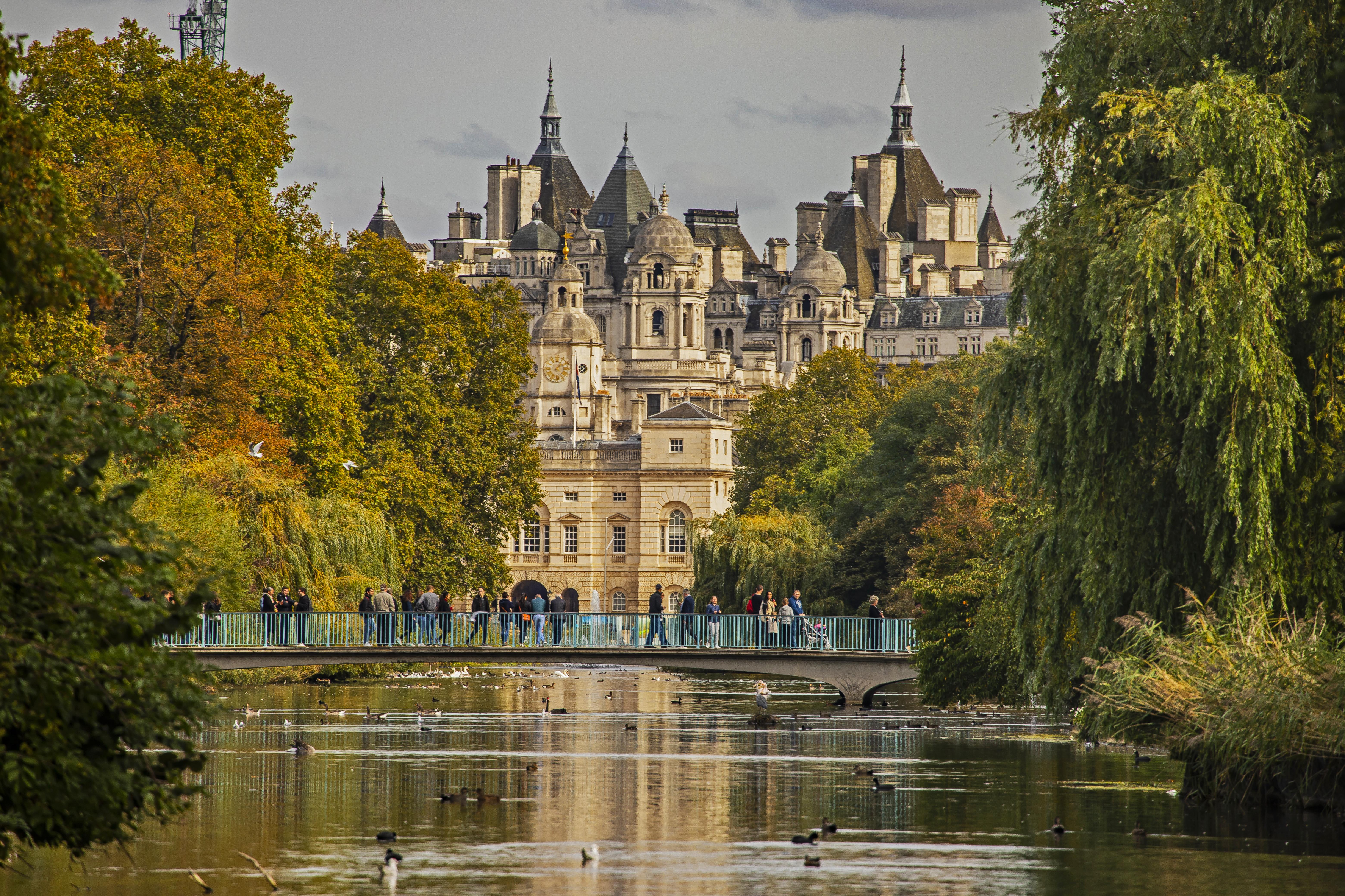 Vista do Palácio de Buckingham do St James's Park