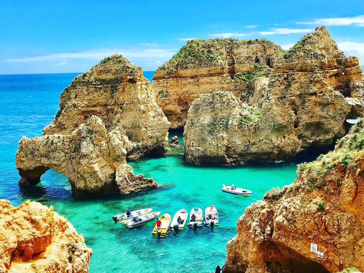 As falésias surreais do Algarve, na Ponta da Piedade, arredores de Lagos