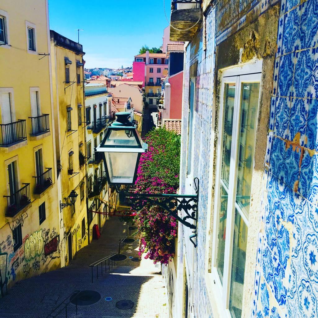 O lindo casario colorido de Lisboa: a essência da cidade continua a mesma