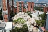 Impolsão do Edifício Mônaco, antiga residência de Pablo Escobar. Medellín, Colômbia.