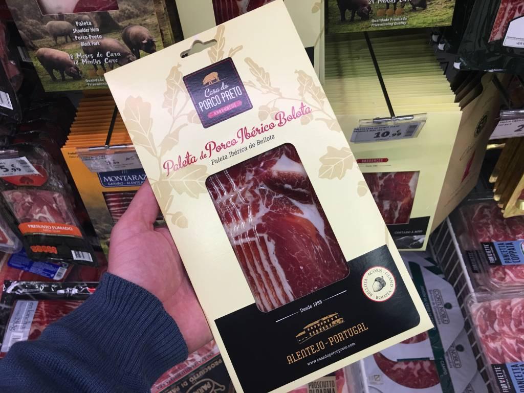 Embutidos Casa do Porco Preto: eu particularmente adoro esta marca alentejana. Tem presunto cru, paleta, lombo, salsichão... e tudo é delicioso. Esta paleta sai a € 9,99* a embalagem de 80g.