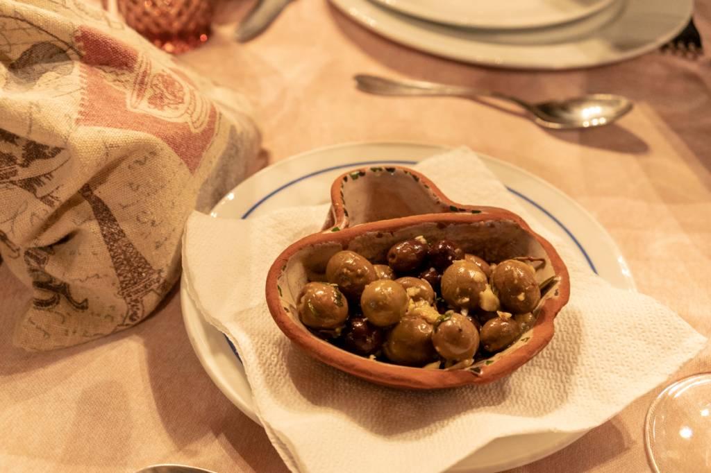 As azeitonas temperadas à espera: as melhores de Portugal são do Alentejo
