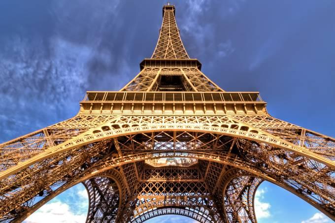Torre Eiffel vista de baixo, Paris, França