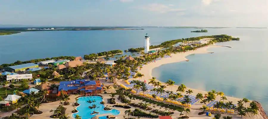 Foto aérea de Harvest Caye, ilha da Norwegian Cruise Line em Belize