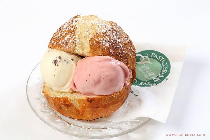 Brioche com gelato, Sicília, Itália