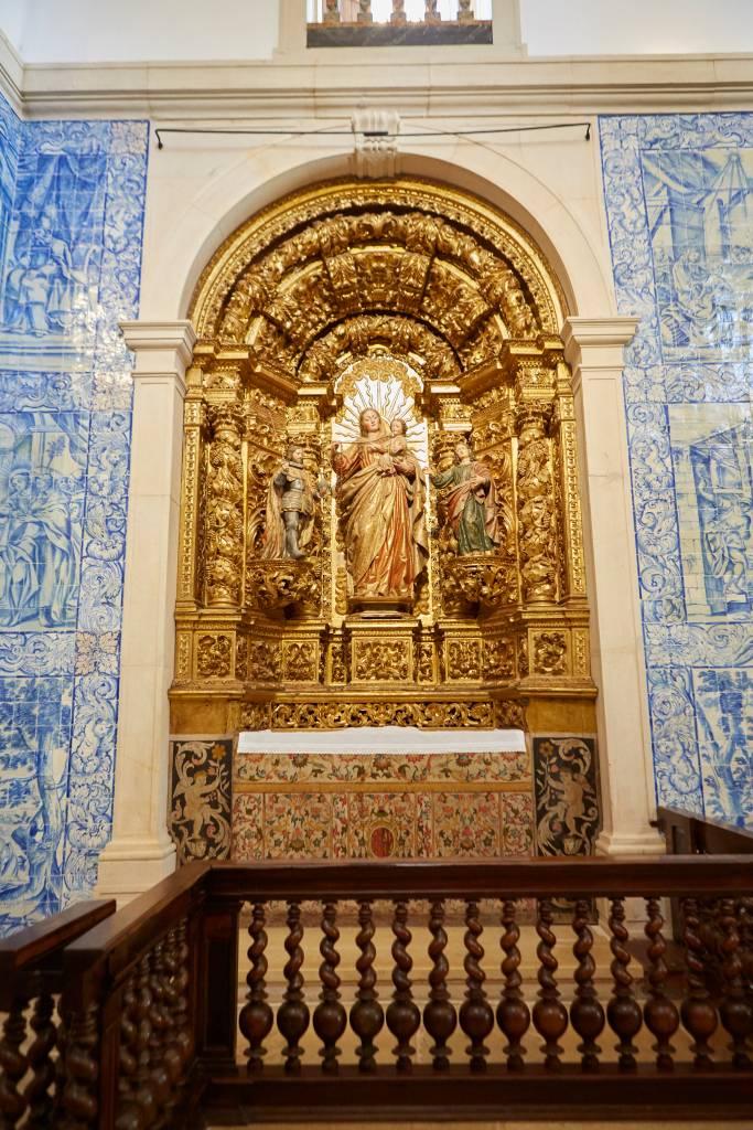 Interior da capela da fábrica de porcelana de Vista Alegre