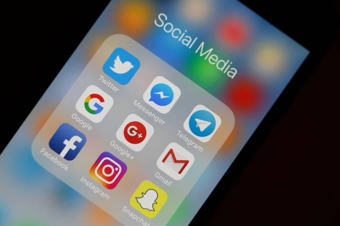 Ícone de redes sociais em tela de celular