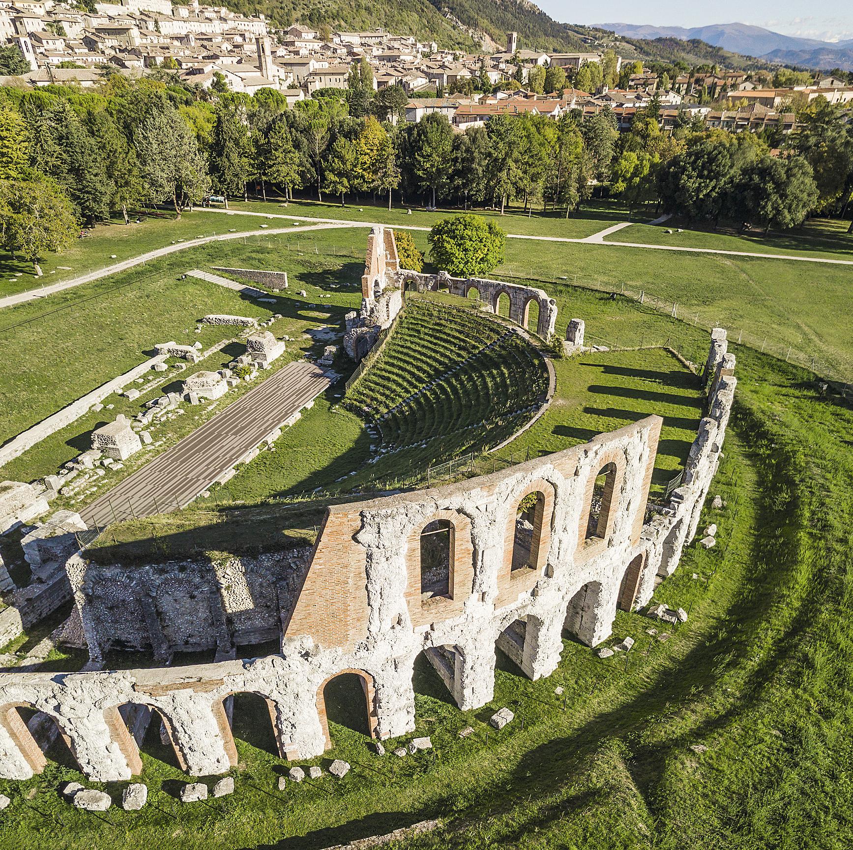 Ruínas do Anfiteatro Romano de Gubbio, Úmbria, Itália
