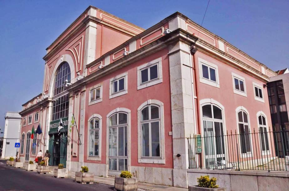 O fado é a trilha sonora de Lisboa. A música poética e melancólica ganhou um museu multimídia onde é possível ouvir as antigas e famosas vozes de cantores portugueses