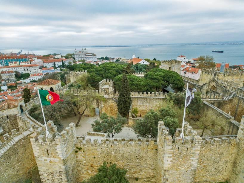 Fundado pelos muçulmanos no século 10, o Castelo de São Jorge fica na colina mais alta de Lisboa. Das suas muralhas tem-se uma das melhores vistas do centro histórico e do Rio Tejo
