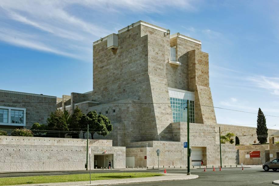 O Centro Cultural Belém promove espetáculos de teatro, dança e música. Seu museu reúne obras de Dali, Francis Bacon e Andy Warhol