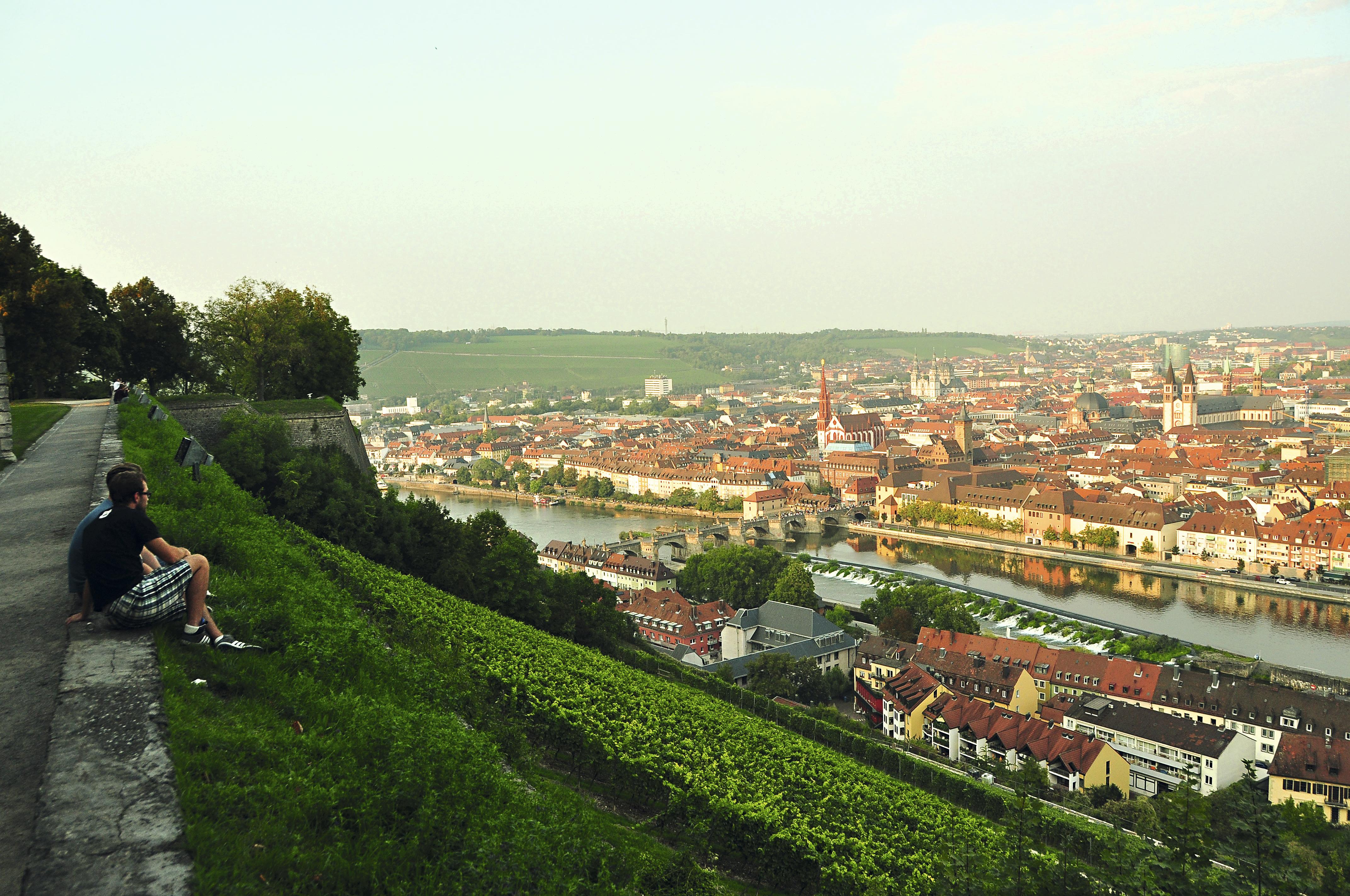 Vista de Würzburg a partir da fortaleza Festung Marienberg, Alemanha