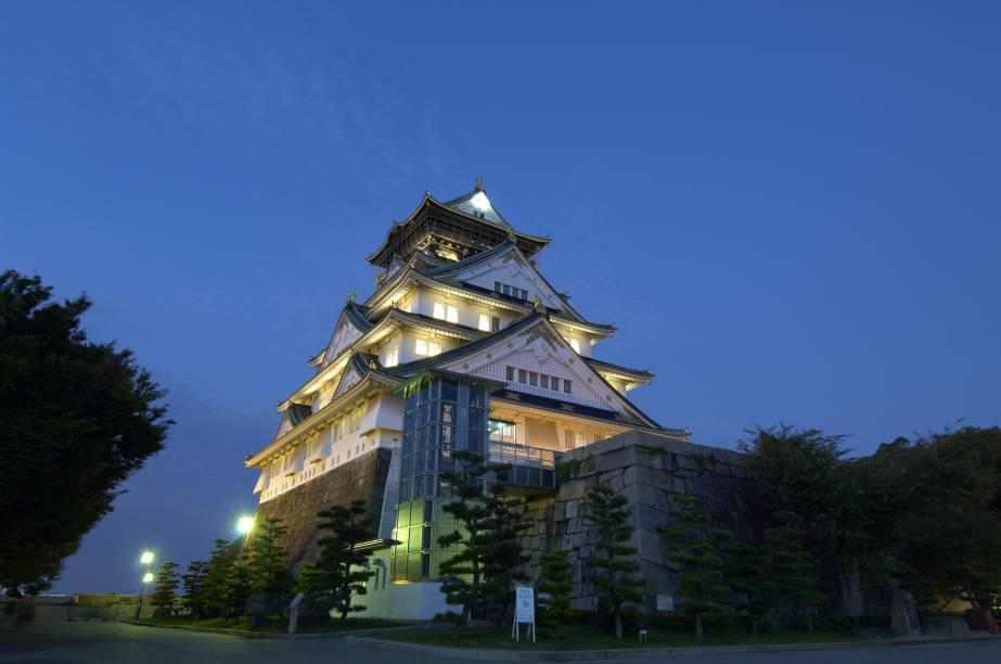 Castelo de Osaka de noite