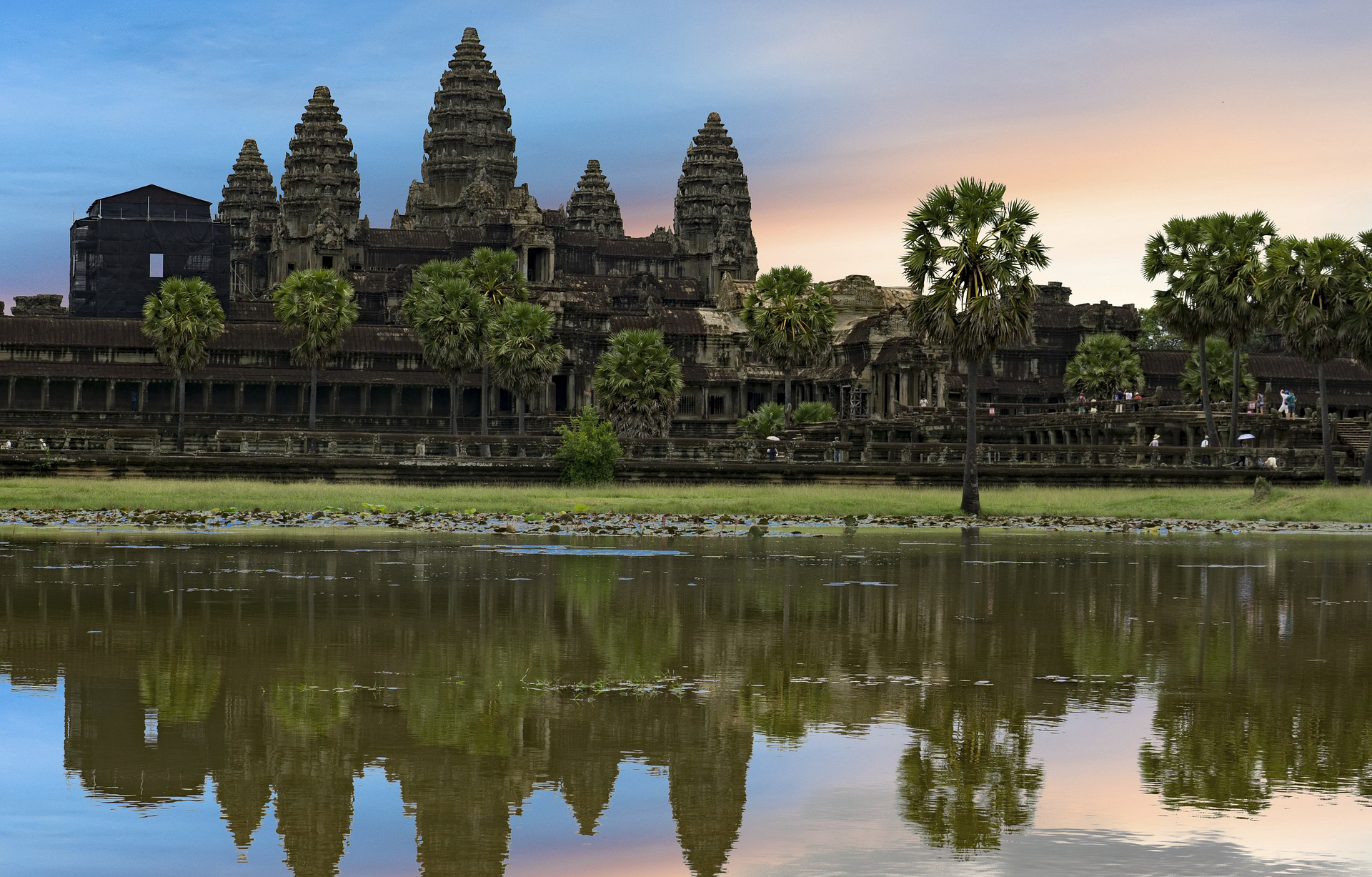 Templo de Angkor Wat, situado 5,5 km a norte da cidade de Siem Reap no Camboja