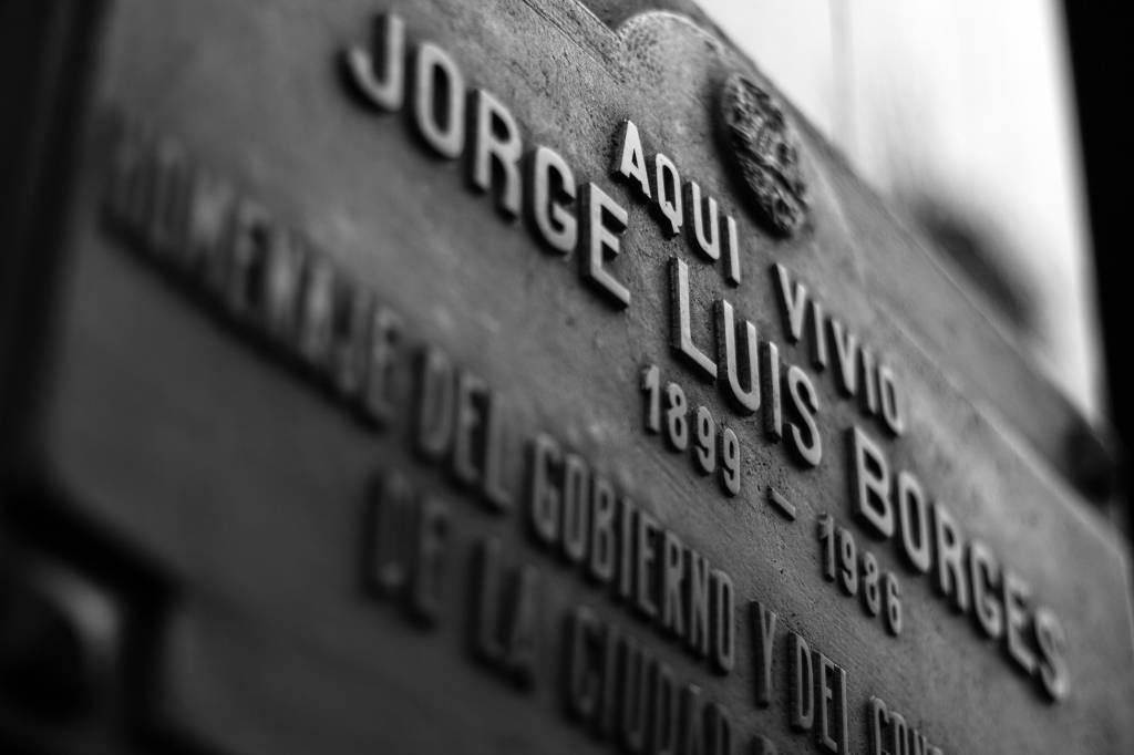 Placa na casa de Jorge Luis Borges na rua Maipú, Retiro, Buenos Aires, Argentina