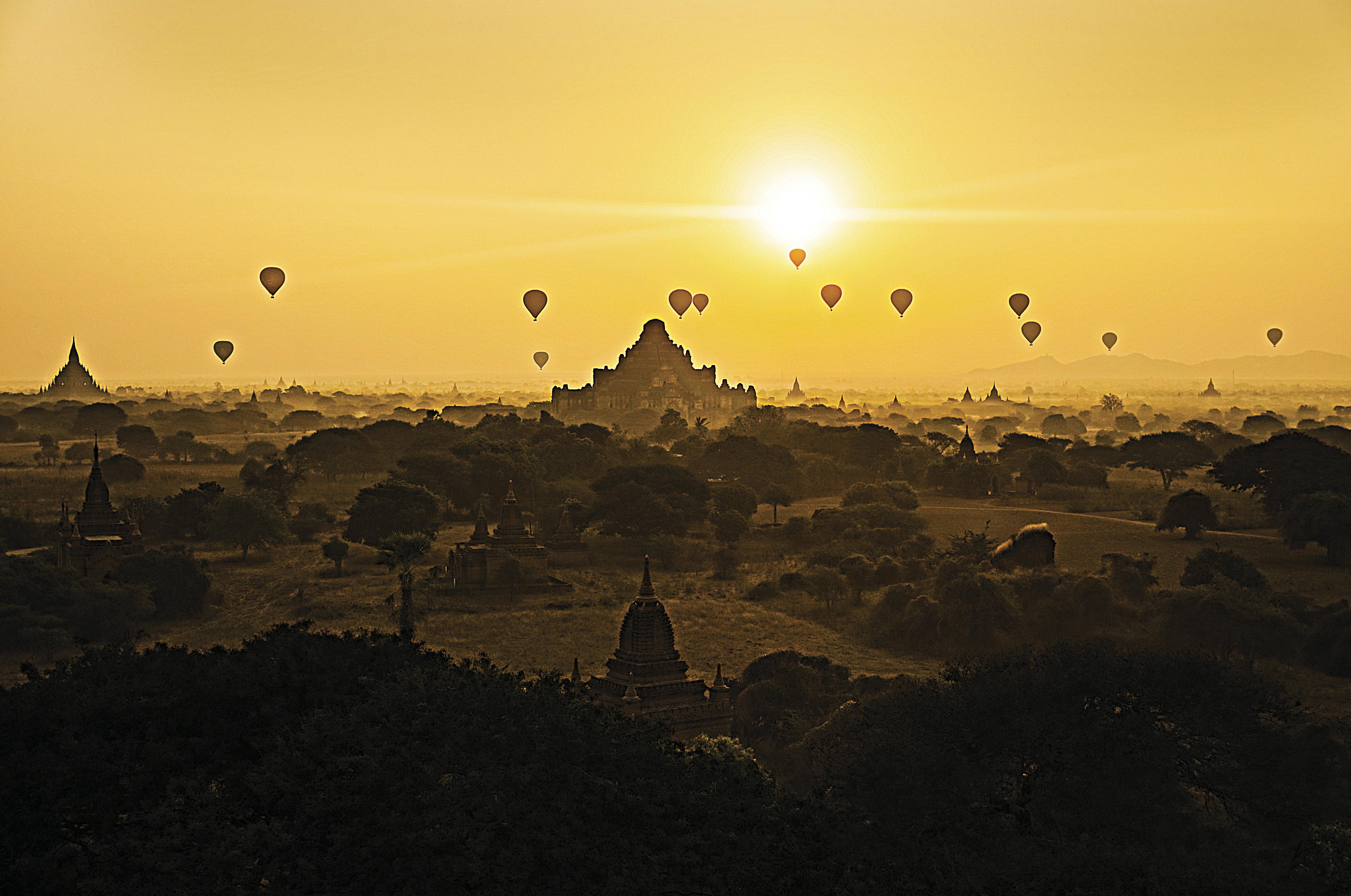 Balões sobre Bagan, no Mianmar