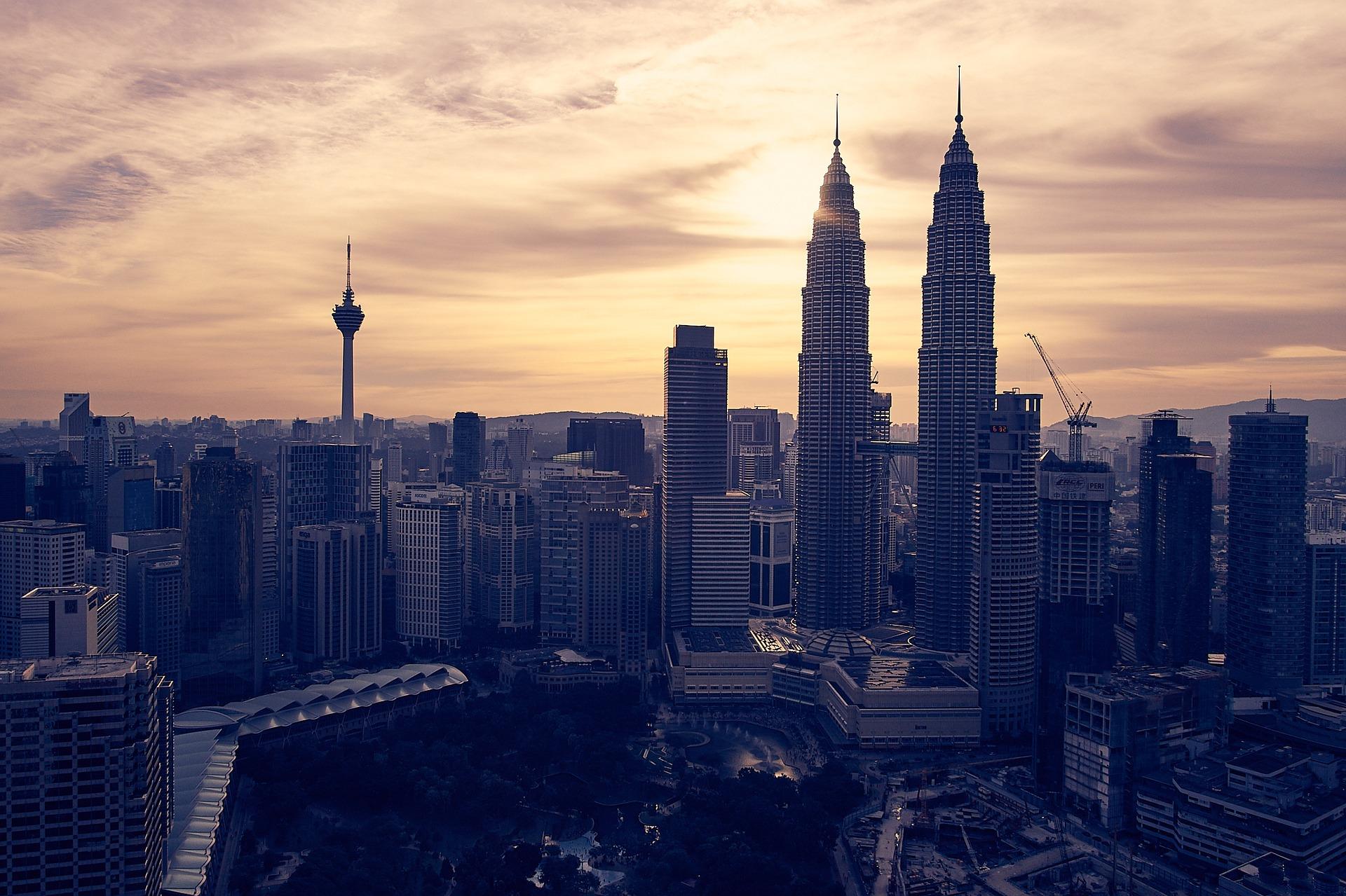 A famosa vista dos arranha-céus de Kuala Lumpur