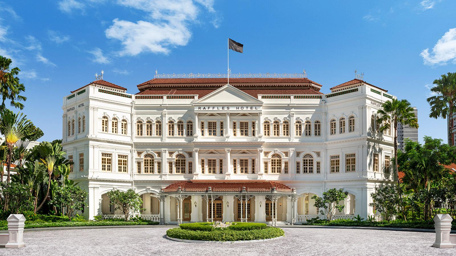 O icônico prédio do Raffles Hotel
