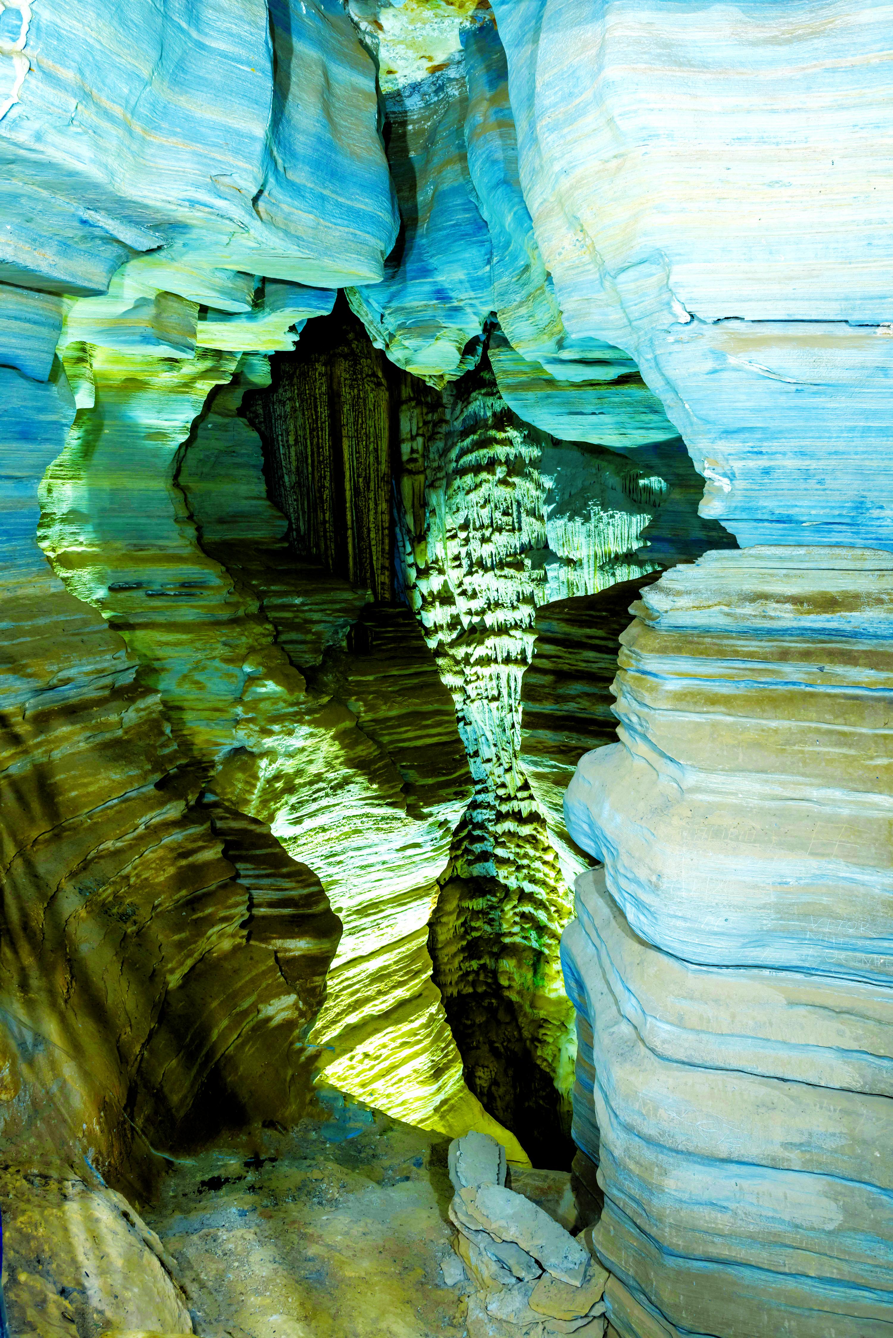 A Gruta da Lapinha, em Lagoa Santa, tem tour guiado por 12 galerias