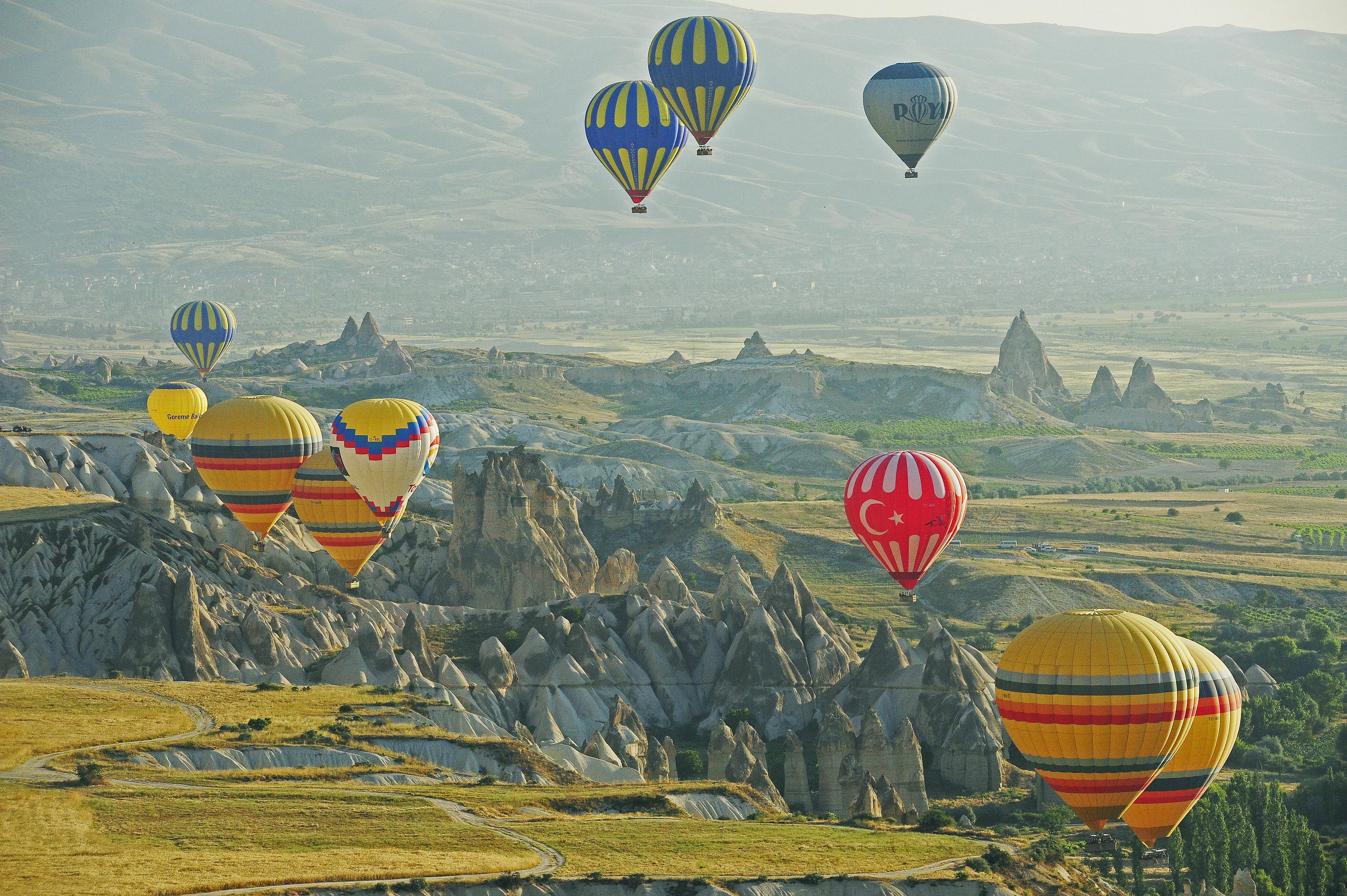 Céu colorido de balões, Capadócia, Turquia