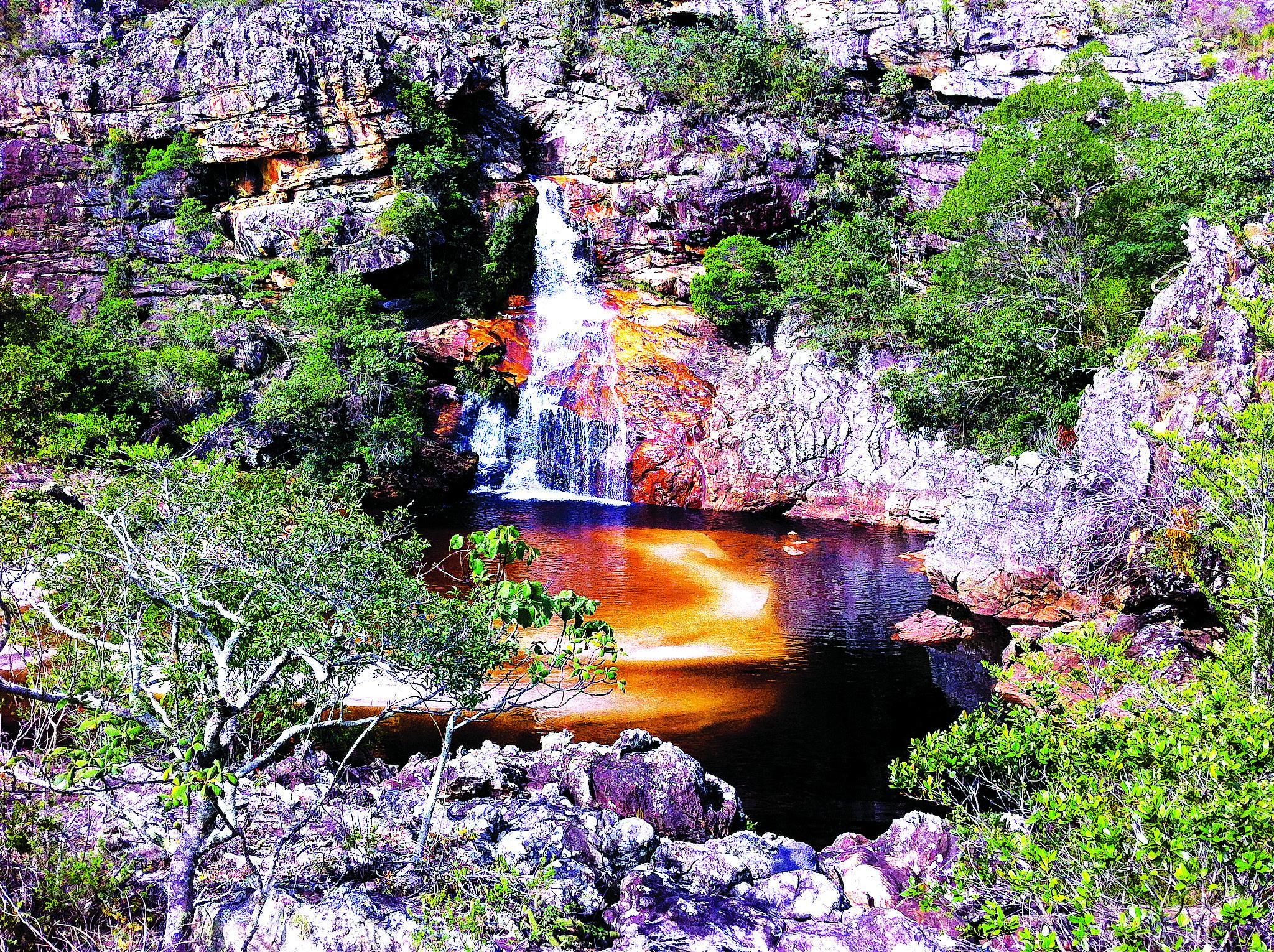 Uma das cachoeiras no caminho entre Milho Verde e São Gonçalo do Rio das Pedras
