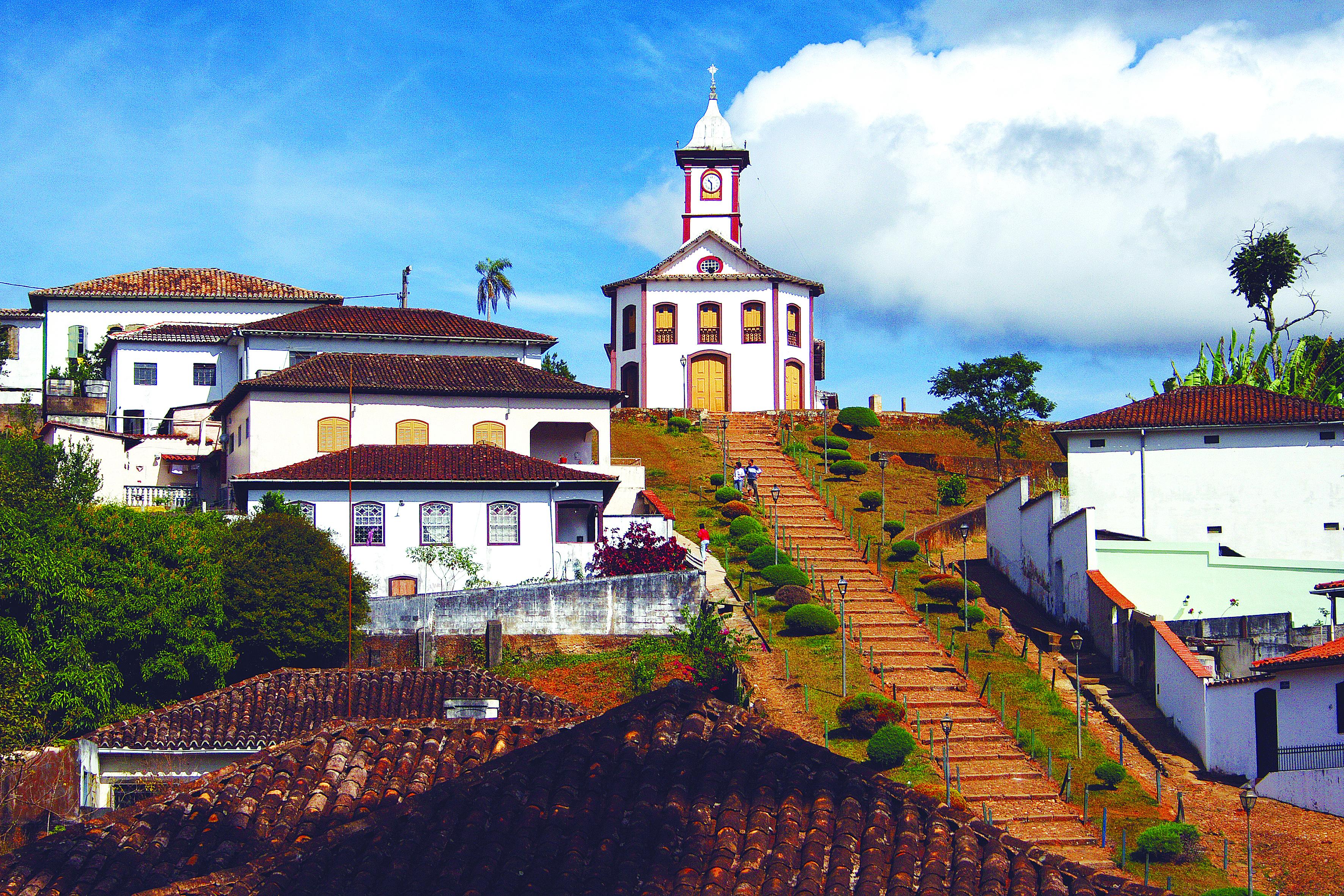 Vale conferir a vista da cidade lá da Igreja da Santa Rita, em Serro