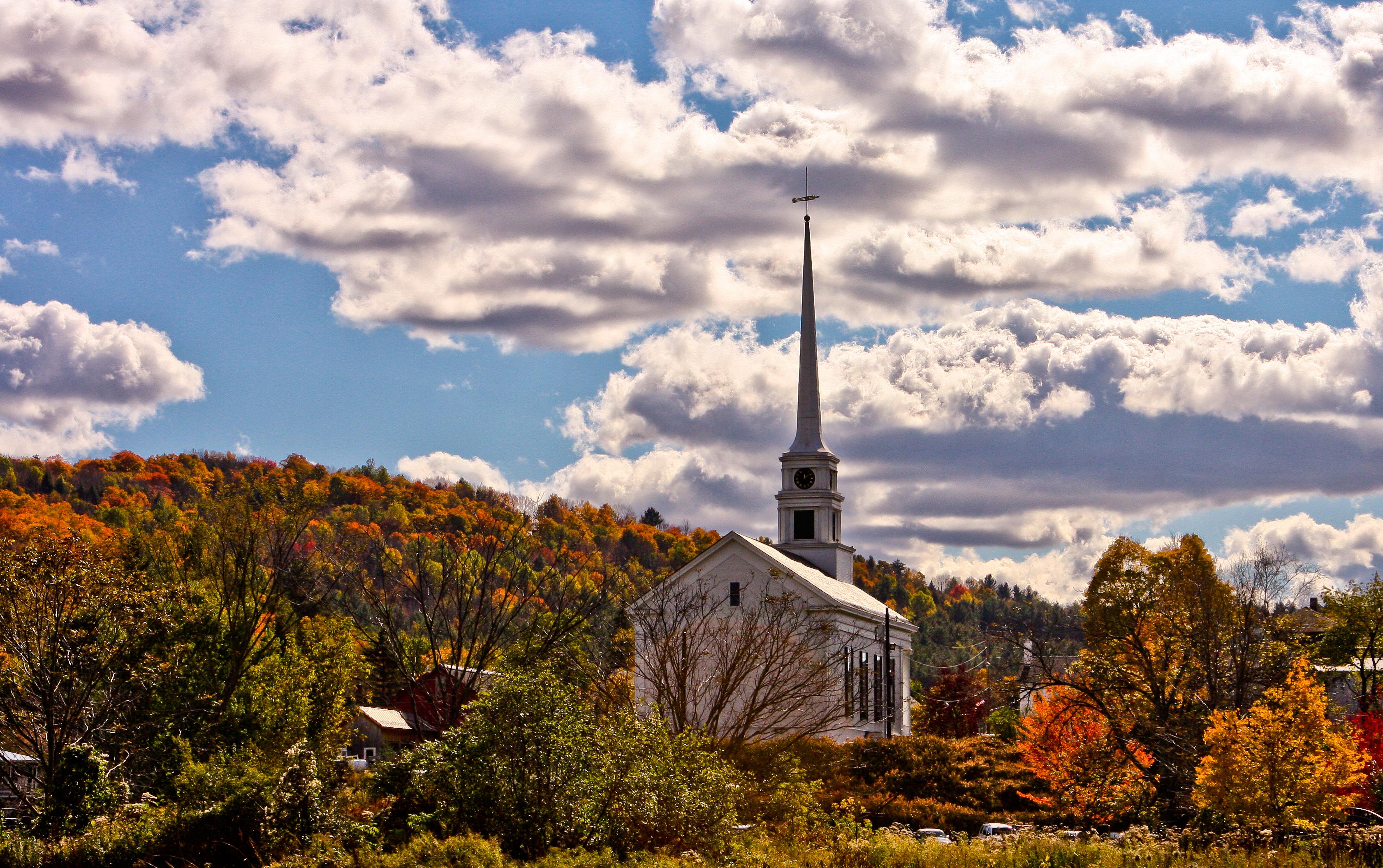 A igreja e as folhas de outono de Stowe, em Vermont. Crédito: