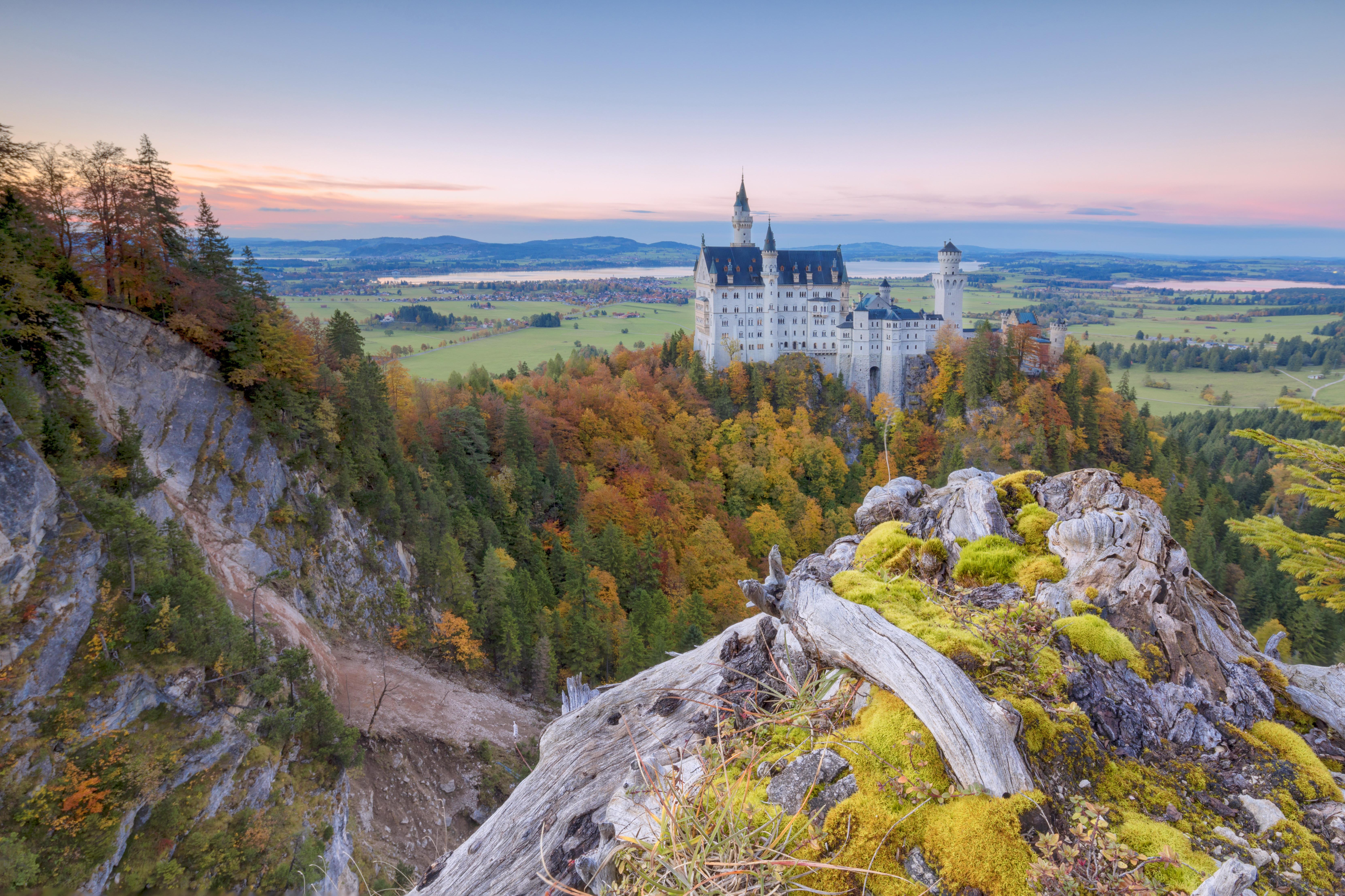 Seria o Castelo de Neuschwanstein, na Baviera, ainda mais romântico no outono? Crédito:
