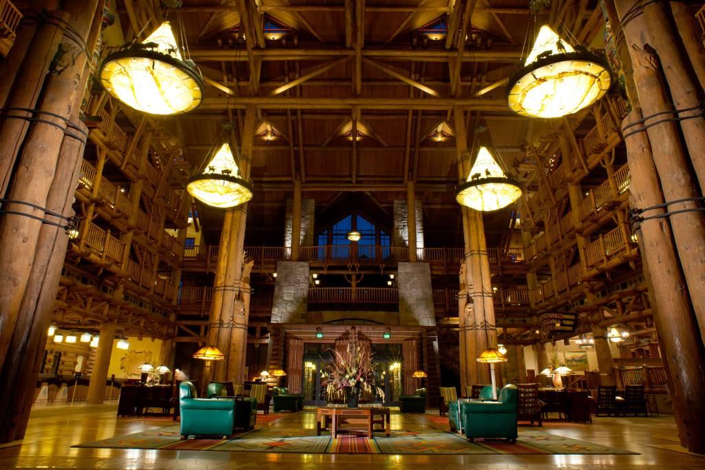 O monumental saguão do Wilderness Lodge, às margens do Bay Lake