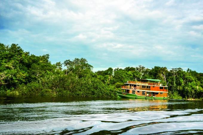 Barco pela Amazônia