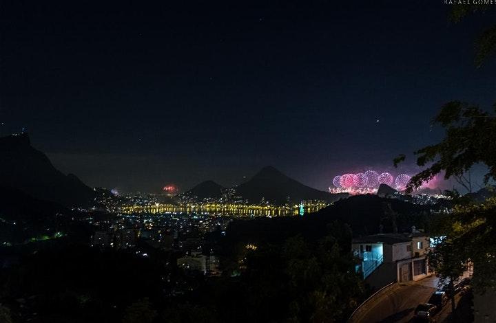 Vista durante o Ano Novo do Mirante da Rocinha, no Rio de Janeiro