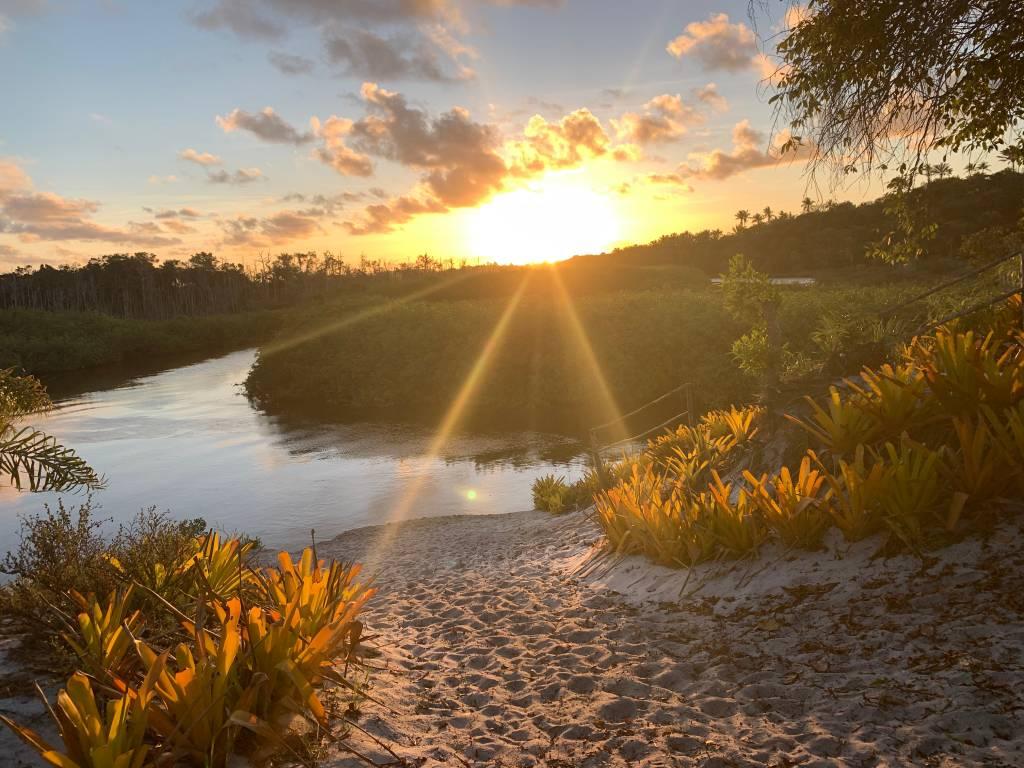 Caraíva: rio, mar, barzin, forrozin, baladin...