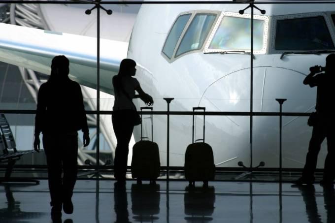 Hábitos evitáveis que complicam a vida de quem viaja de avião