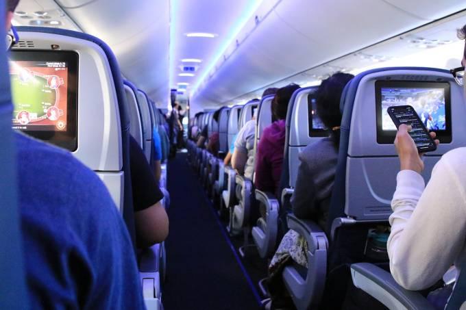flight-4516478_1280