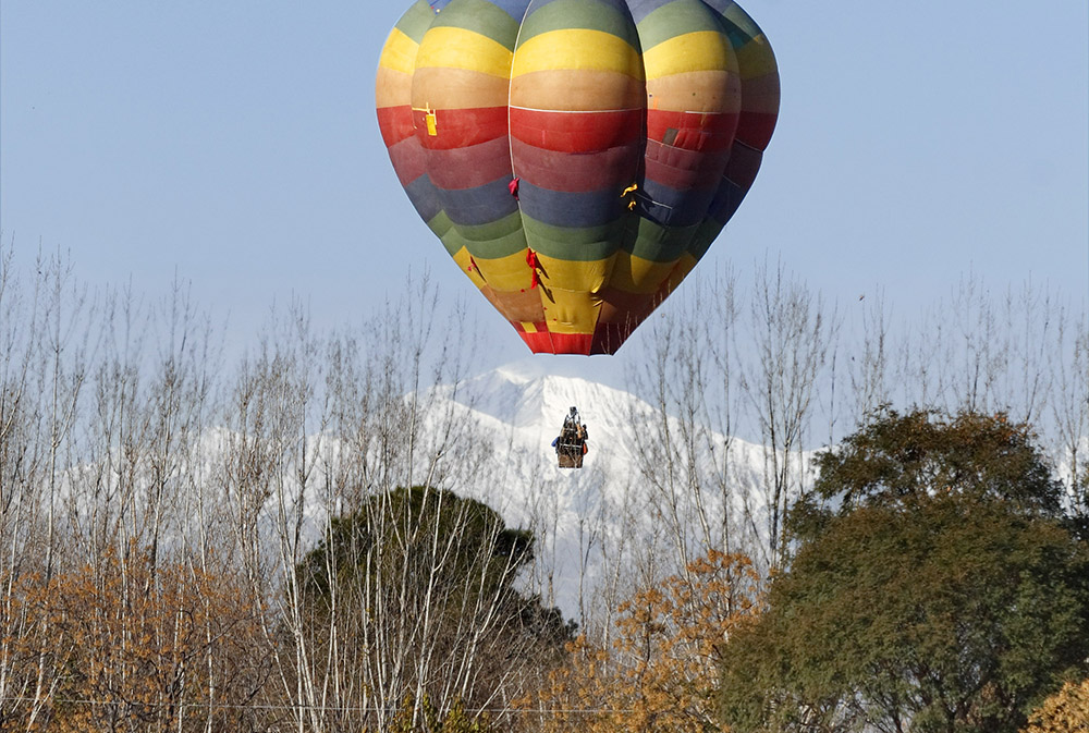 Na Casa del Visitante, outra bodega dos Zuccardi, você pode sobrevoar as vinhas a bordo de um balão. Crédito: