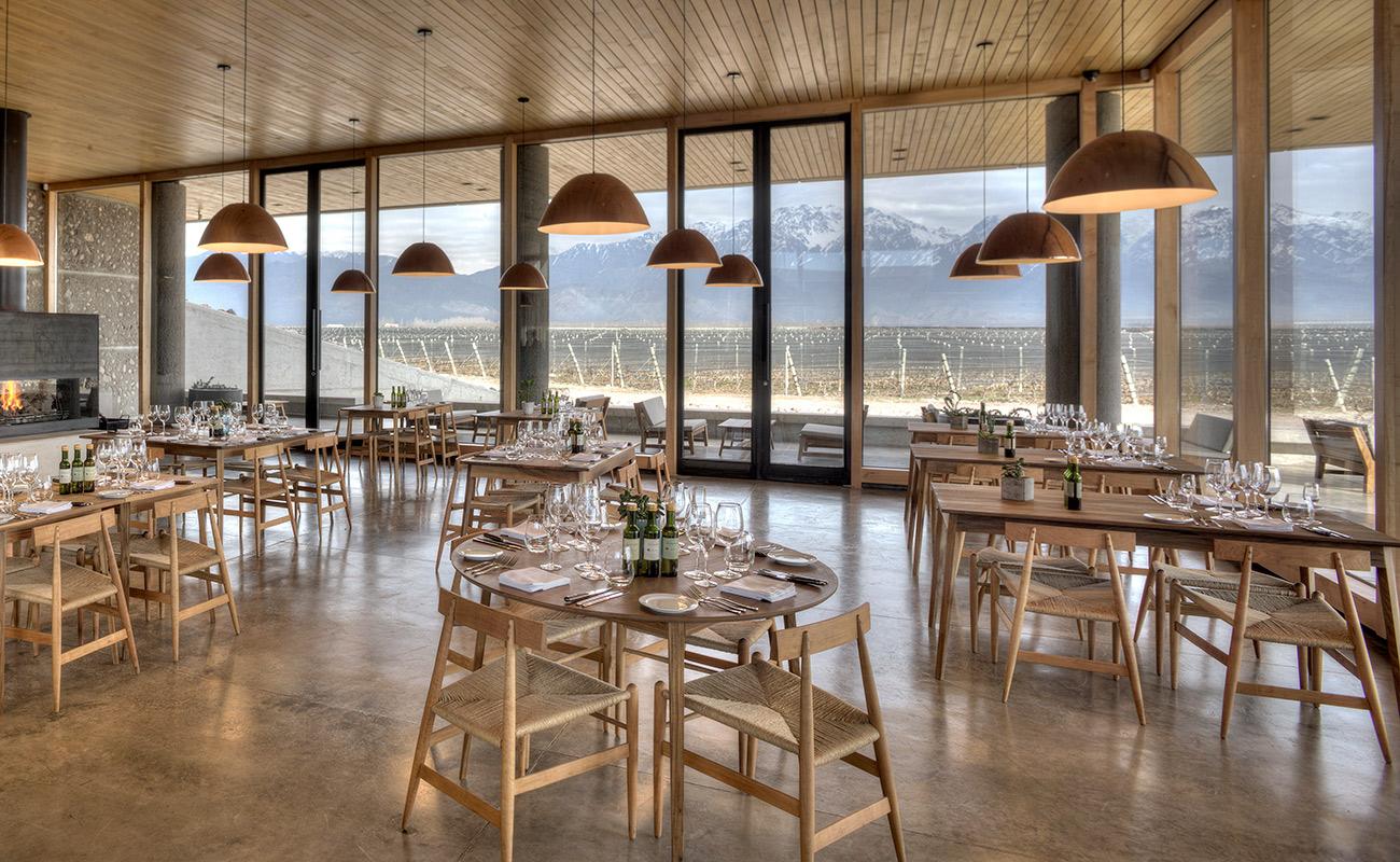 Restaurante Piedra Infinita, com vista privilegiada para a Cordilheira dos Andes. Crédito: