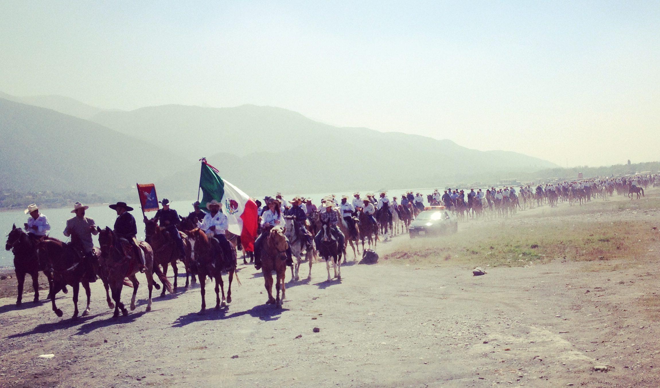 No México, o brasileiro cavalgou com mais de mil cavaleiros