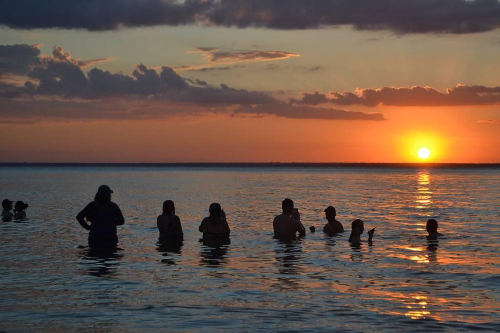 Escolha a palavra para definir este pôr-do-sol na ponta do Cururu