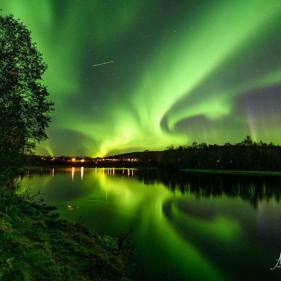 Aurora Boreal vista da ilha da Senja, na Noruega