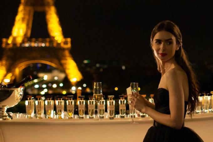 Lily-Collins-in-una-scena-di-Emily-In-Paris-Credits-Netflix