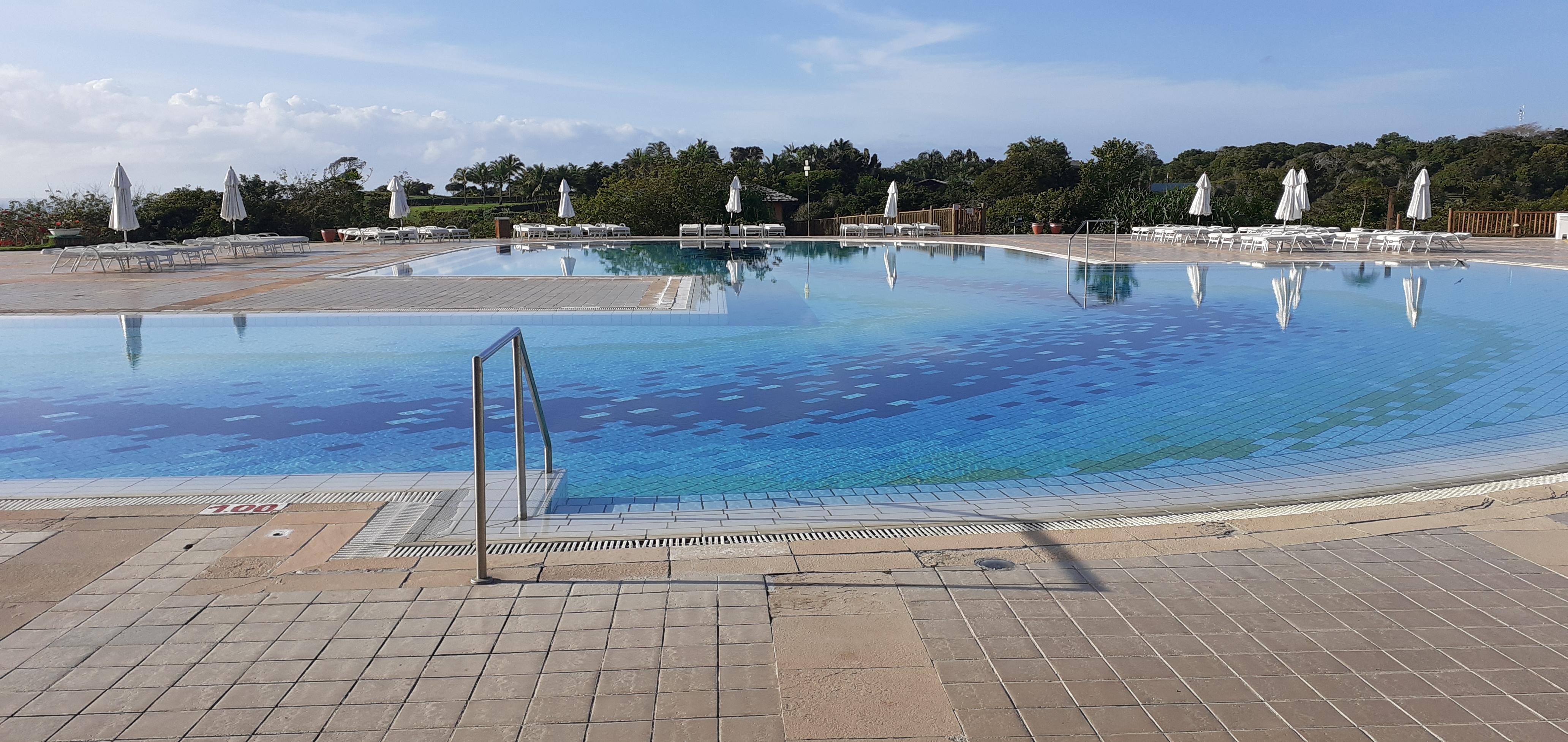 O pedaço rasinho da piscina, ao lado das raias de natação