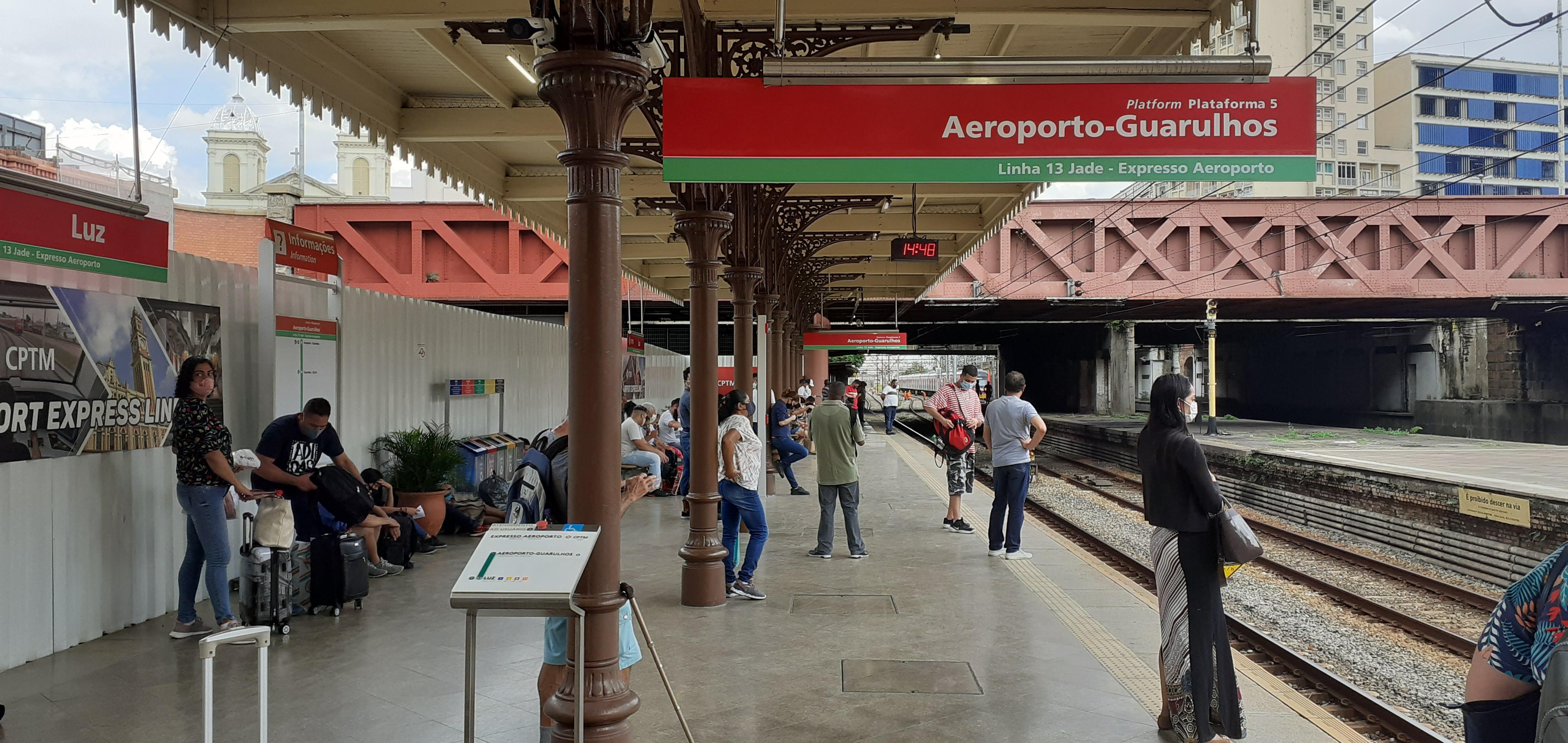 Plataforma exclusiva na Estação da Luz: saídas a cada hora cheia, das 5h até a meia-noite