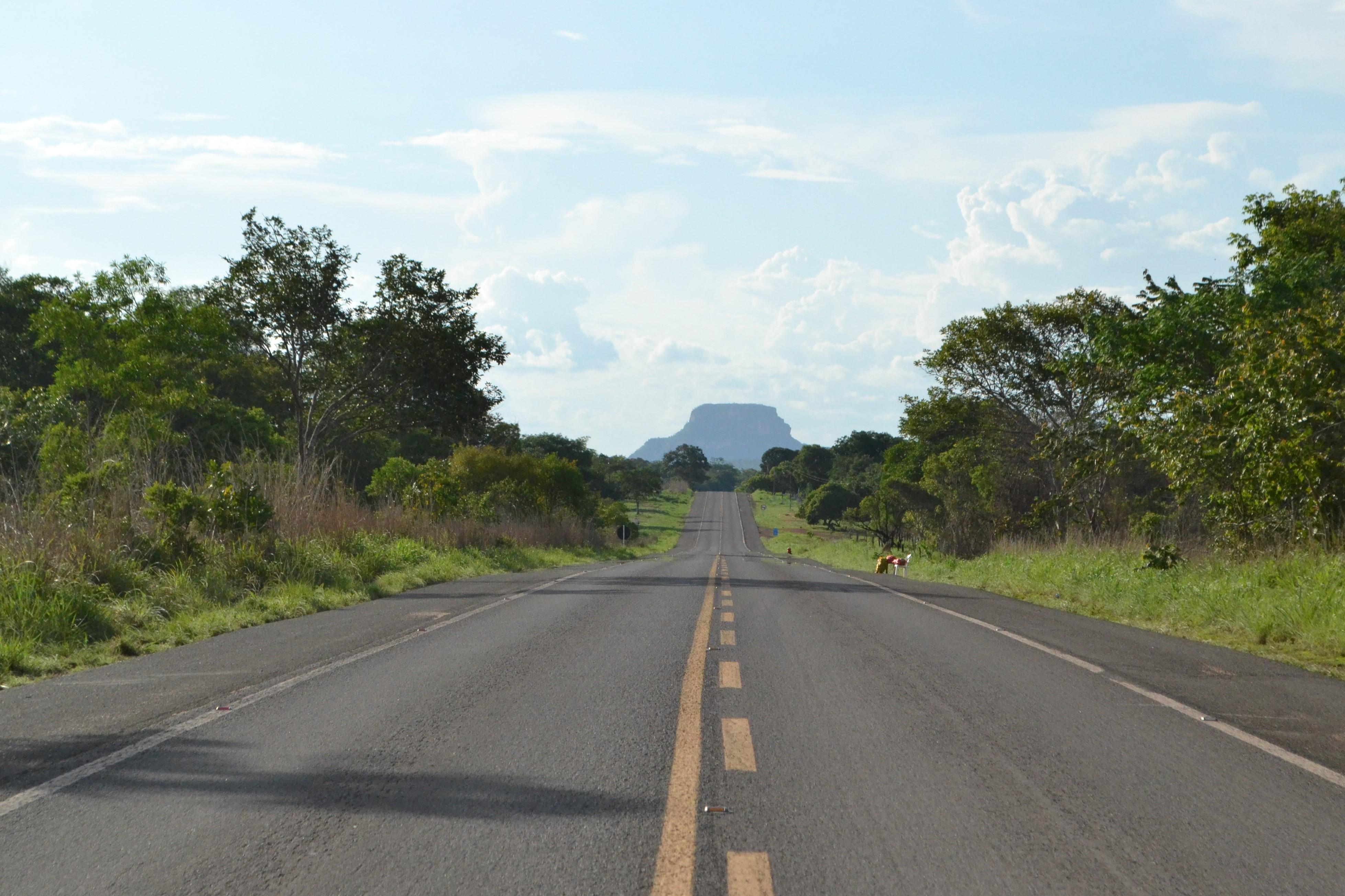 Ao final da estrada, formação rochosa que dá nome à chapada