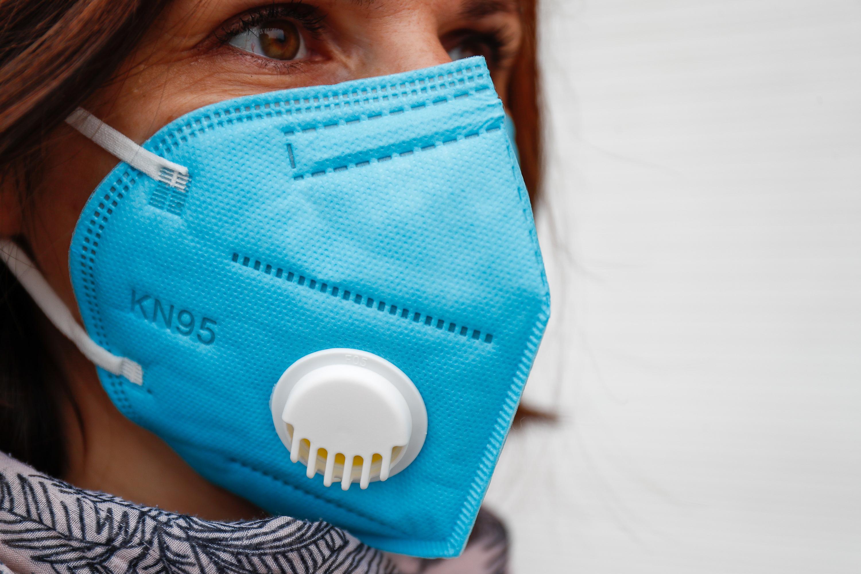Latam proíbe máscara com válvula – e as razões para não usá-la